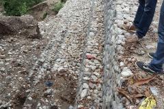 Travaux de protection de la route en gabion